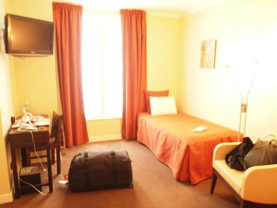 Hotel de Sevres: 3人部屋2階その1