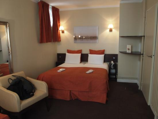 Hotel de Sevres: 3人部屋2階その3