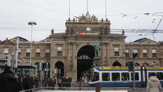 チューリッヒ中央駅 - チューリ...