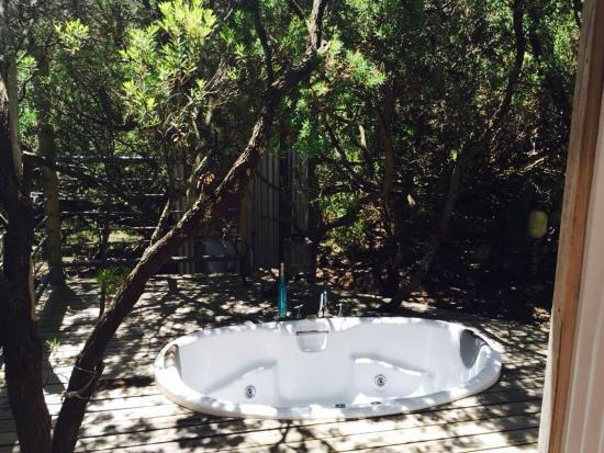 big blue backyard: Outdoor bath