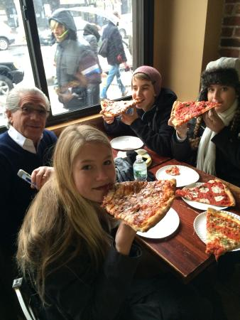 Custom & Private New York Tours Inc: Sharing a Pizza in the Bronx with Cliff
