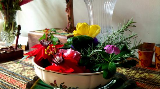 SCHUMANN'S Restaurant: Flower Arrangement