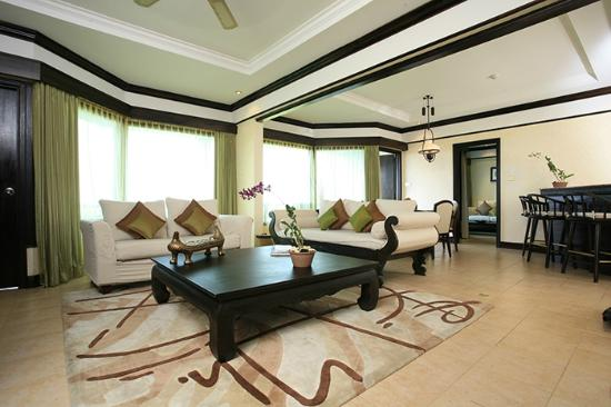 Bintan Lagoon Resort: Swagaloka Suite  Living Room