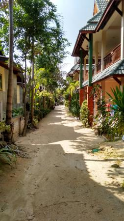 Haad Yao Resort: Weg zum Restaurant