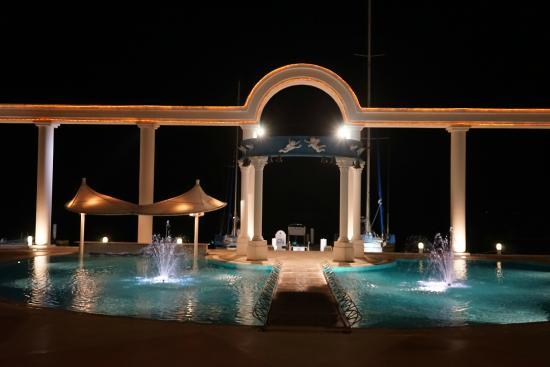 Hotel Limani : ライトアップされててきれいでした