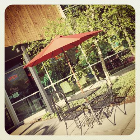 Cafe Boheme: Outdoor sitting