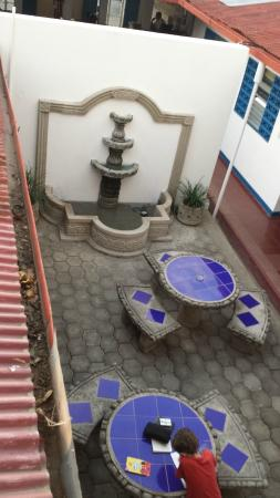 GM Granada Hostel: View from 2nd floor - tables are near the kitchen area too