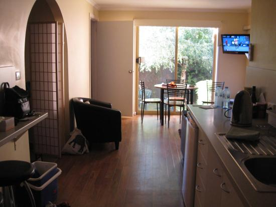 Elphin Villas, Motel & Serviced Apartments: As you walk in to the apartment