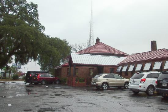Johnny Harris Restaurant : from the parking lot