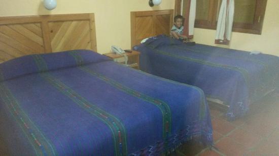Hotel Dos Mundos: las camas de la habitcion muy comodas y limpias
