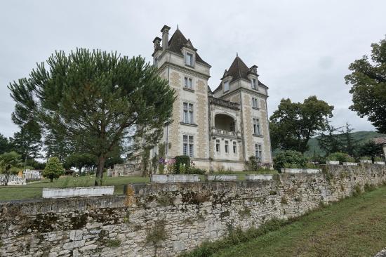 Chateau de Monrecour: Façade que l'on voit en arrivant