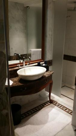 Mardan Palace: bathroom