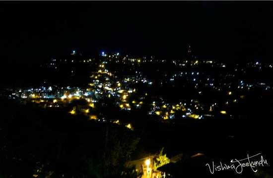 Hotel Oak Bush: Sparkling Night view from Oak Bush