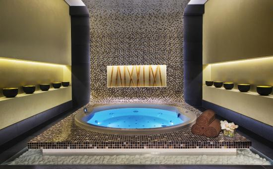 jacuzzi picture of damac maison cour jardin dubai tripadvisor. Black Bedroom Furniture Sets. Home Design Ideas
