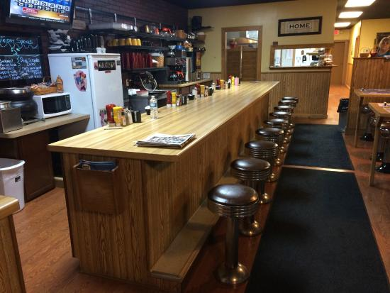 Flynnies Diner: Typical Diner style bar seating so we can get to know you better