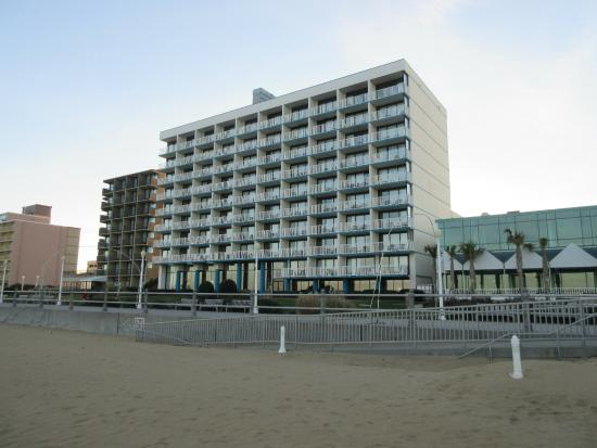 Comfort Inn & Suites Oceanfront: The hotel from the beach