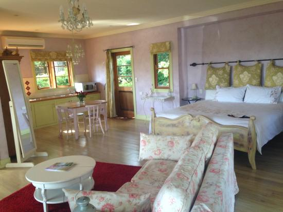Spotted Chook Ferme Auberge: Interior - Amelies Petite Maison