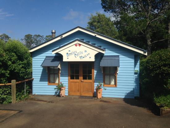 Spotted Chook Ferme Auberge: Exterior - Amelies Petite Maison