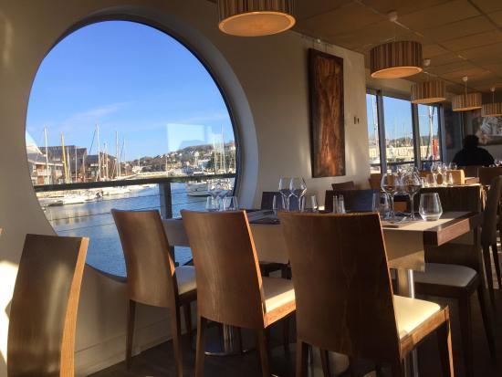 Interieur du restaurant bilde av la peniche i deauville for Interieur restaurant