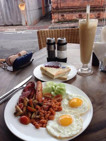 Maya's Coffee & Smoothie Bar: Cooked breakfast !