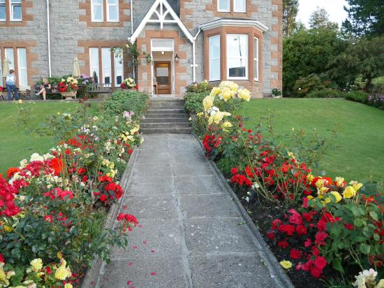 Myrtle Bank Guest House: beautiful gardens
