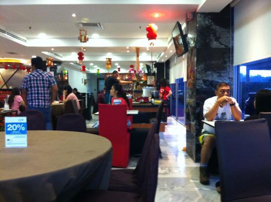 Hotel Sentral Melaka: View inside Cafe