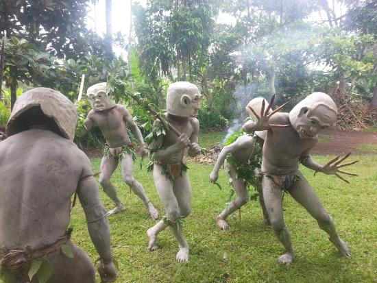 Goroka, Papua New Guinea: Mud men