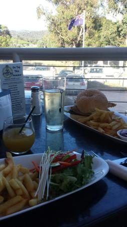 Dixons Creek Cafe Bar & Grill: Our meal and the view