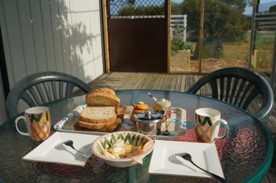 Clarence Point, Australia: breakfast