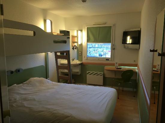 Dommartin-les-Cuiseaux, Frankrike: Chambre double / triple.
