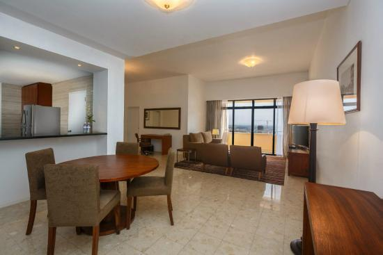 Hilton Colombo Residences : Dining Area - 2 Bedroom Executive Suite