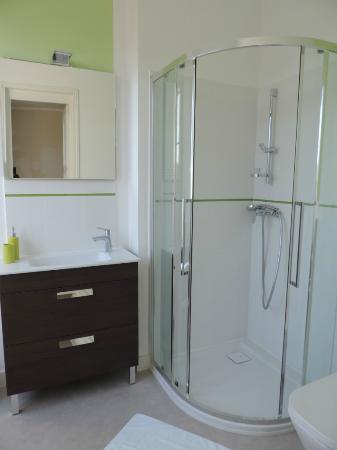 Cedre et Charme: Salle de bain Symphonie