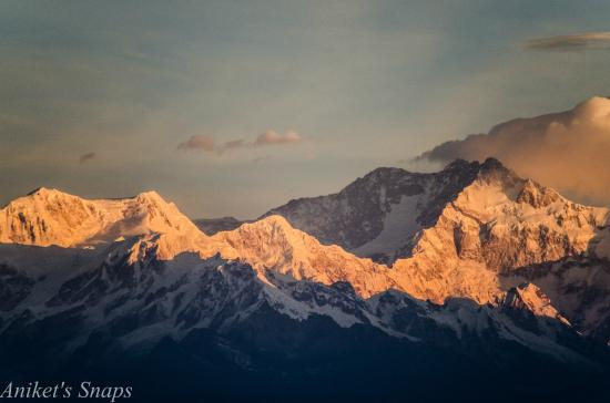 Dekeling Hotel: The Golden light on Kanchenjunga