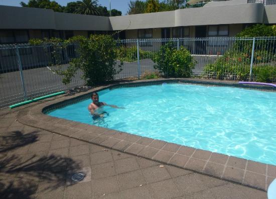 Durham Motor Inn : Swimming pool