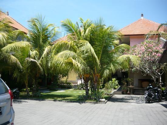 Tanjung Sari Inn: Двор
