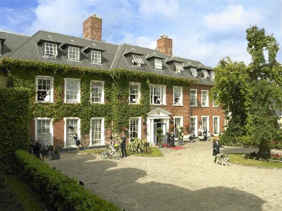 Hayfield Manor Hotel: Exterior