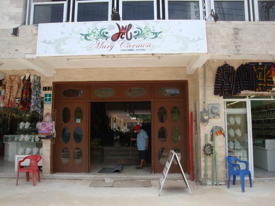 Hotel Mary Carmen: Fachada y acceso desde la calle