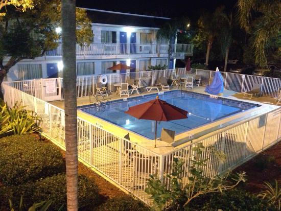 Motel 6 Venice: Die Idylle täuscht - an diesem Ort stimmt's nicht