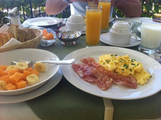 Villa Giardino breakfast