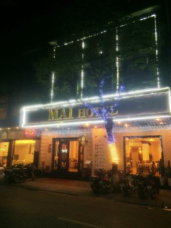 Mai Hotel Hanoi: Outside night view of Mai Hotel