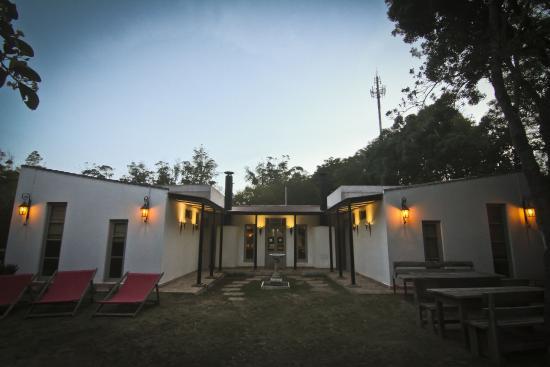 Hostel Punta Ballena Bar: Frente del Hostel