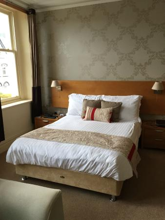 The Salisbury Guesthouse: Comfortable and warm bed.  Lots of outlets available for charging