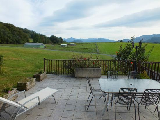 Anousta Chambres et Table d'Hotes a la Ferme : chambre avec terrasse Pic du Midi
