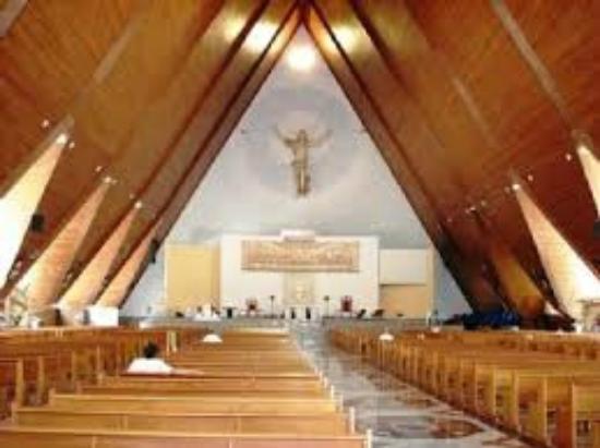 Resultado de imagem para imagem interna da catedral de londrina