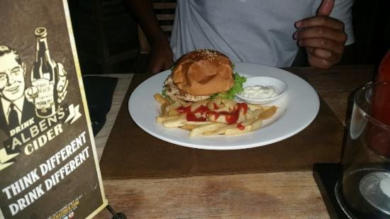 Moo Moos Steakhouse Bar and Grill: Chicken burger