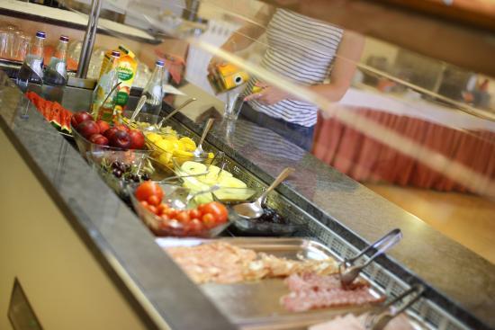 Hotel Benacus Malcesine: Buffet breakfast