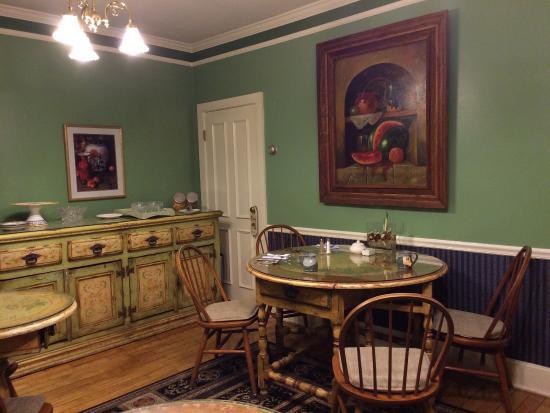 Victorian Ladies Inn : Beautiful dining room.