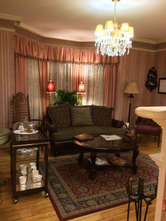 Victorian Ladies Inn : Living space. So cozy.