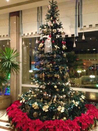 Hurghada Marriott Beach Resort : Christmas Tree in Lobby