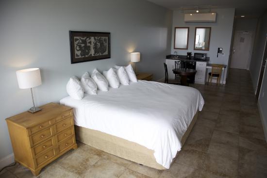 Key West Resort on Lake Dora : Standard King Bed Room